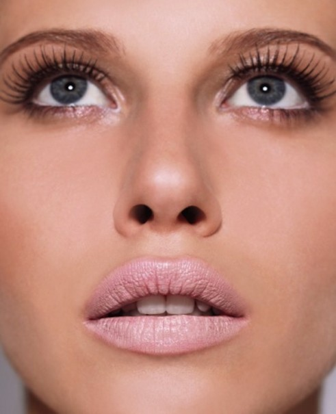 Kim-Kardashian-Midweek-Makeup-Big-Lashes-Faux-Spring-2013-Trend-016-491x605