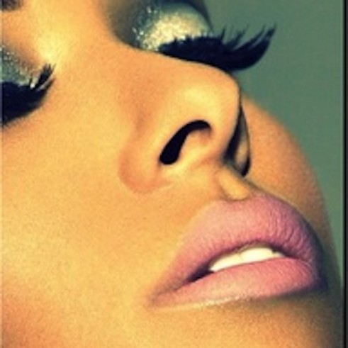 Kim-Kardashian-Midweek-Makeup-Big-Lashes-Faux-Spring-2013-Trend-024-491x491