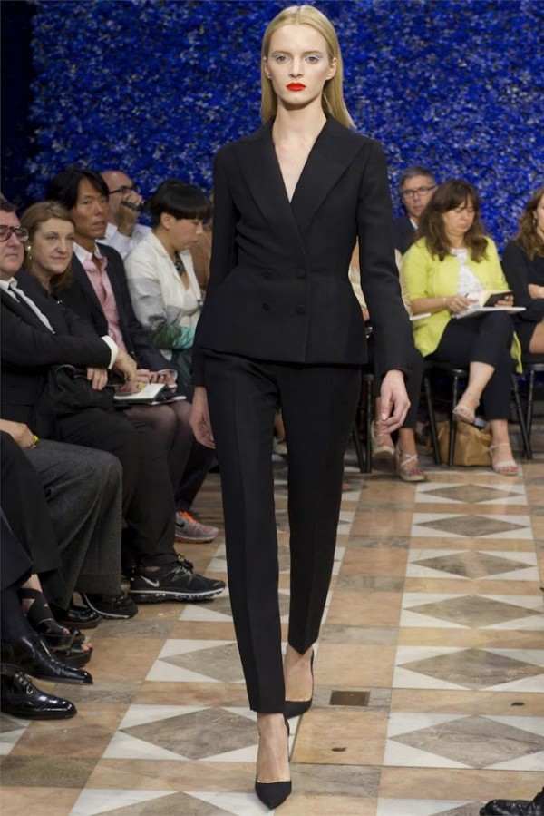 Paris-Haute-Couture-Dior-Autumn-Winter-2012-2013-Collection-2-600x899