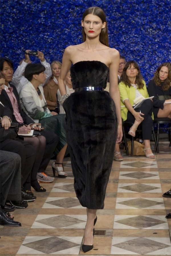 Paris-Haute-Couture-Dior-Autumn-Winter-2012-2013-Collection-26-600x899