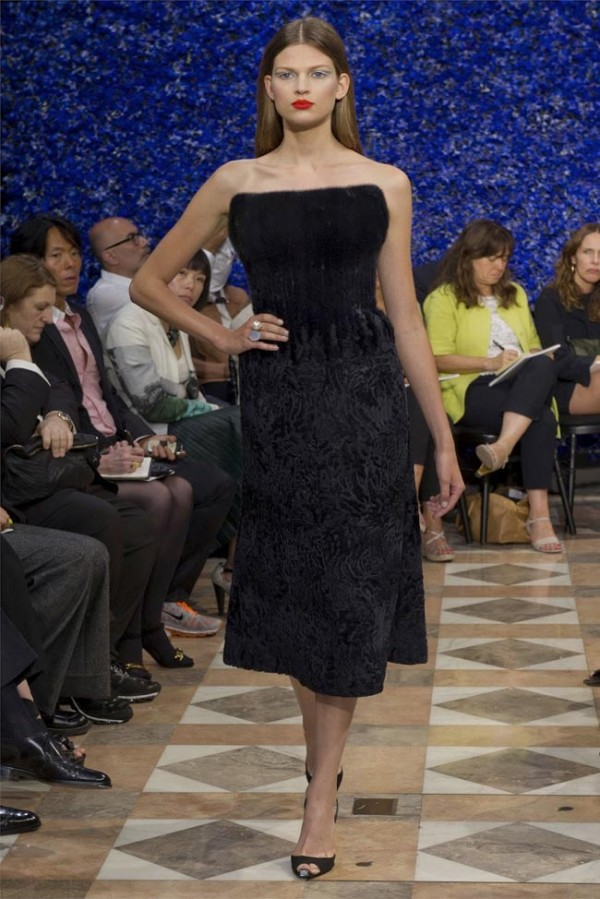 Paris-Haute-Couture-Dior-Autumn-Winter-2012-2013-Collection-27-600x899