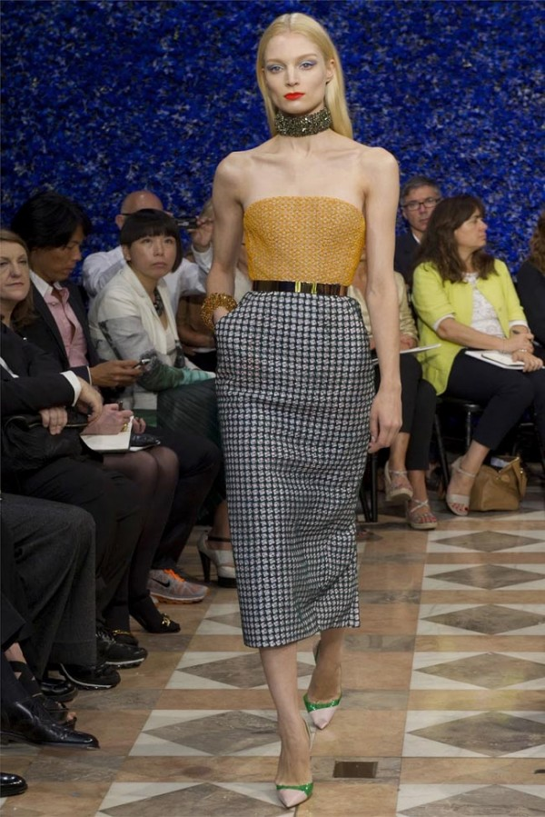 Paris-Haute-Couture-Dior-Autumn-Winter-2012-2013-Collection-39-600x899