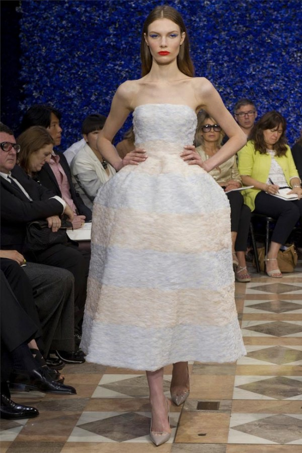Paris-Haute-Couture-Dior-Autumn-Winter-2012-2013-Collection-42-600x899