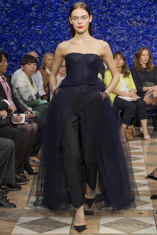 Paris-Haute-Couture-Dior-Autumn-Winter-2012-2013-Collection-45-600x899