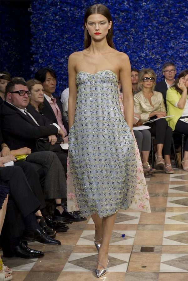 Paris-Haute-Couture-Dior-Autumn-Winter-2012-2013-Collection-48-600x899