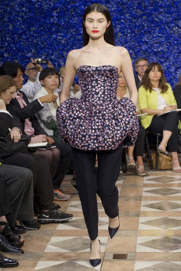 Paris-Haute-Couture-Dior-Autumn-Winter-2012-2013-Collection-8-600x899