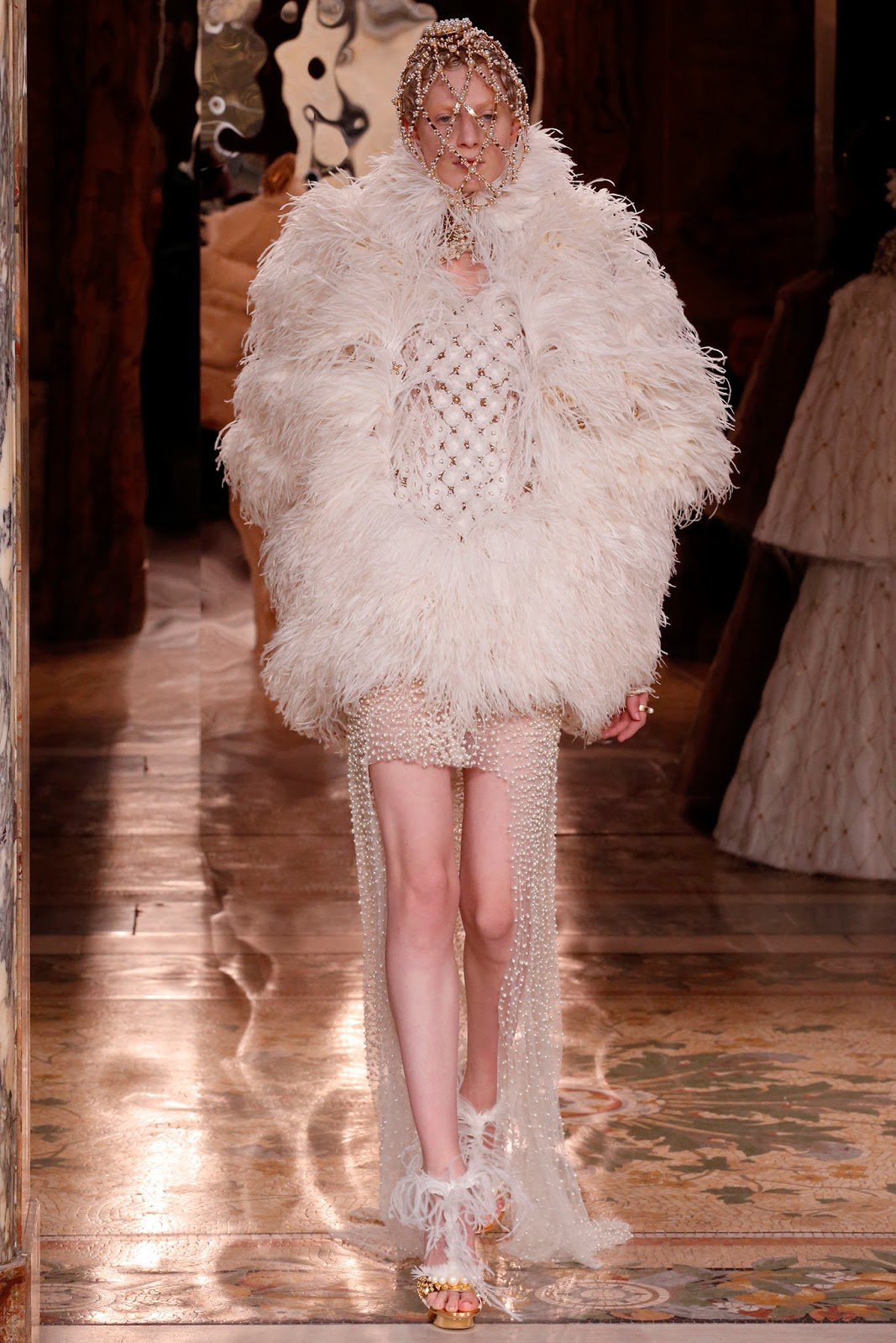 Alexander McQueen Fall 2013 Paris (10)
