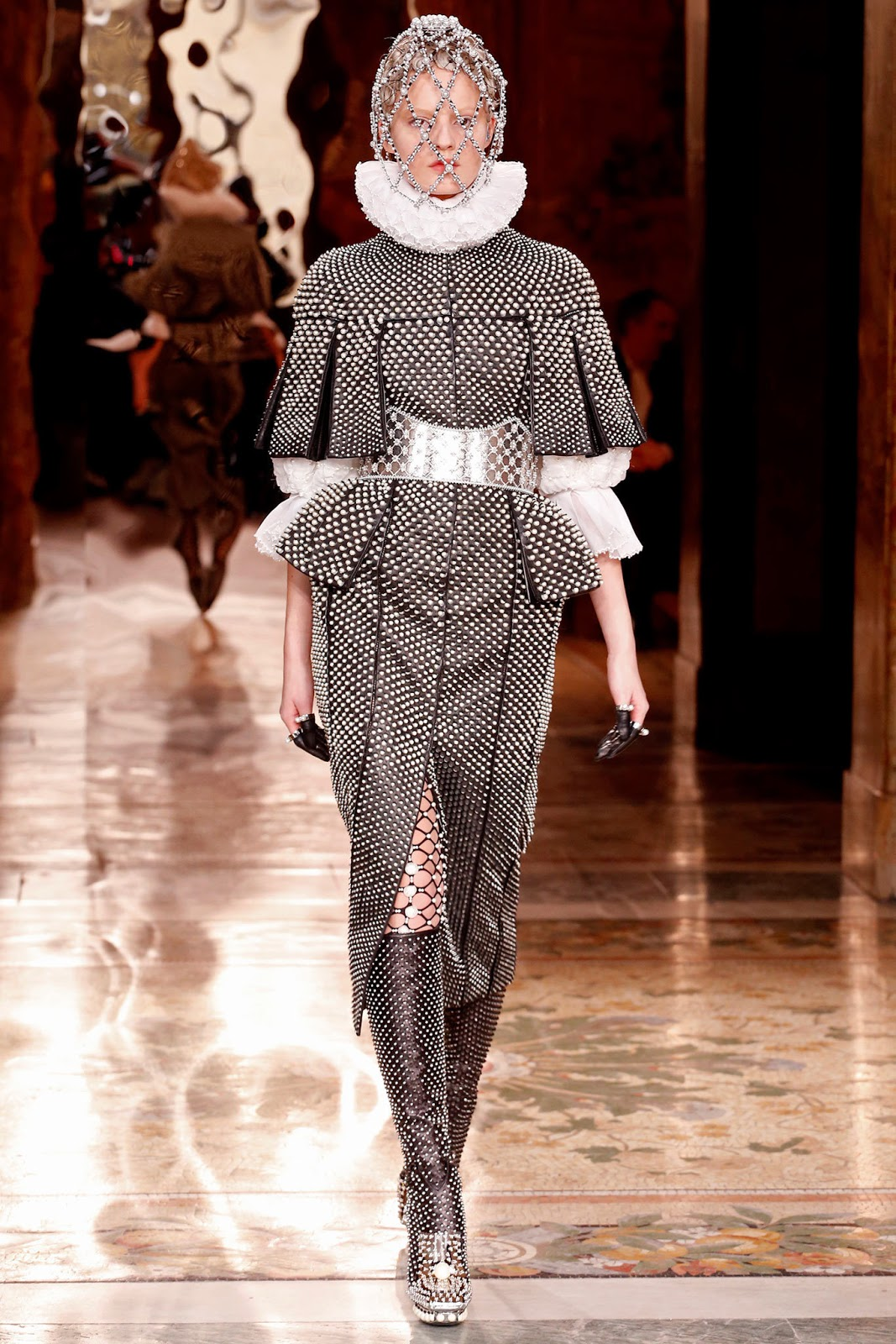 Alexander McQueen Fall 2013 Paris (4)