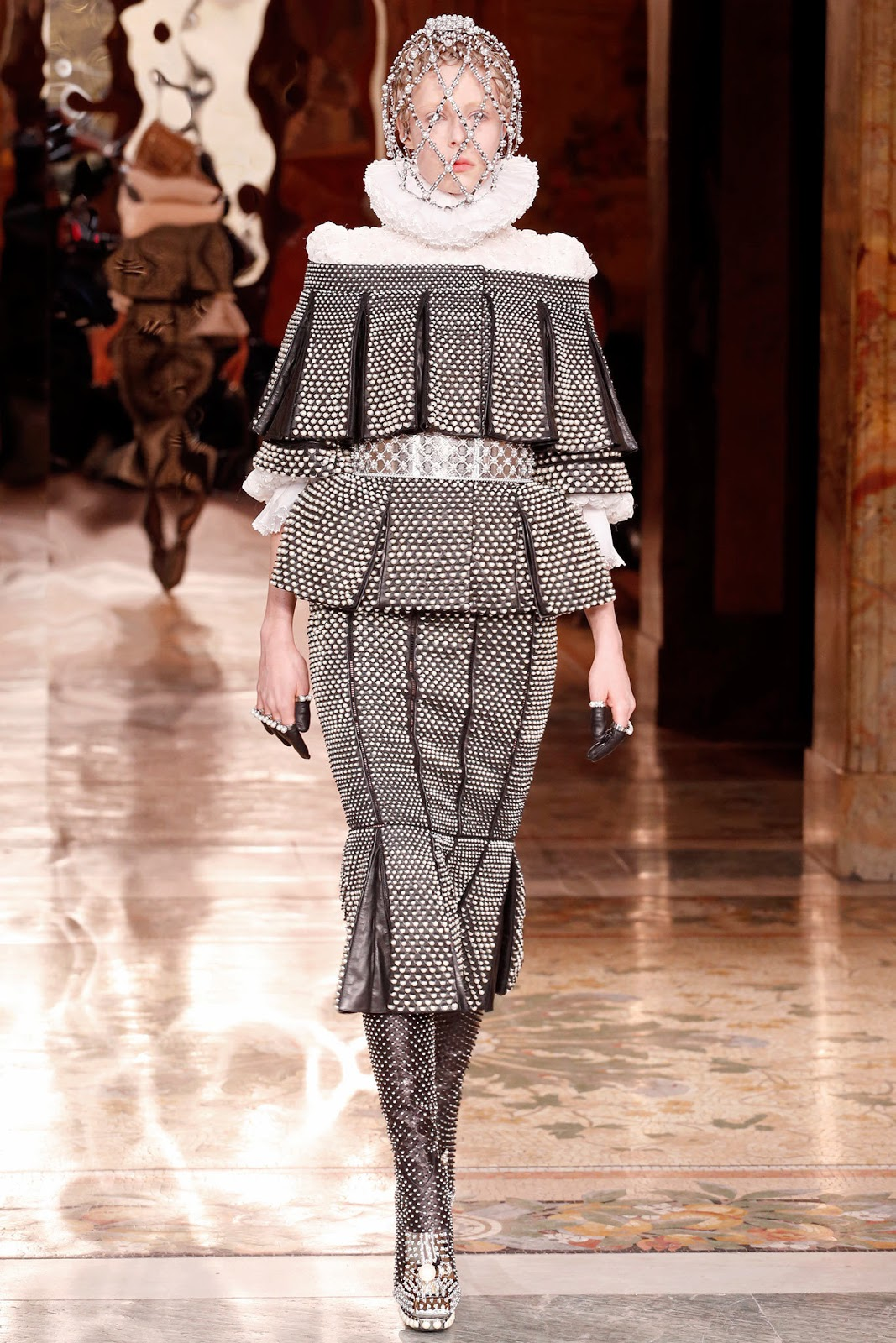 Alexander McQueen Fall 2013 Paris (5)