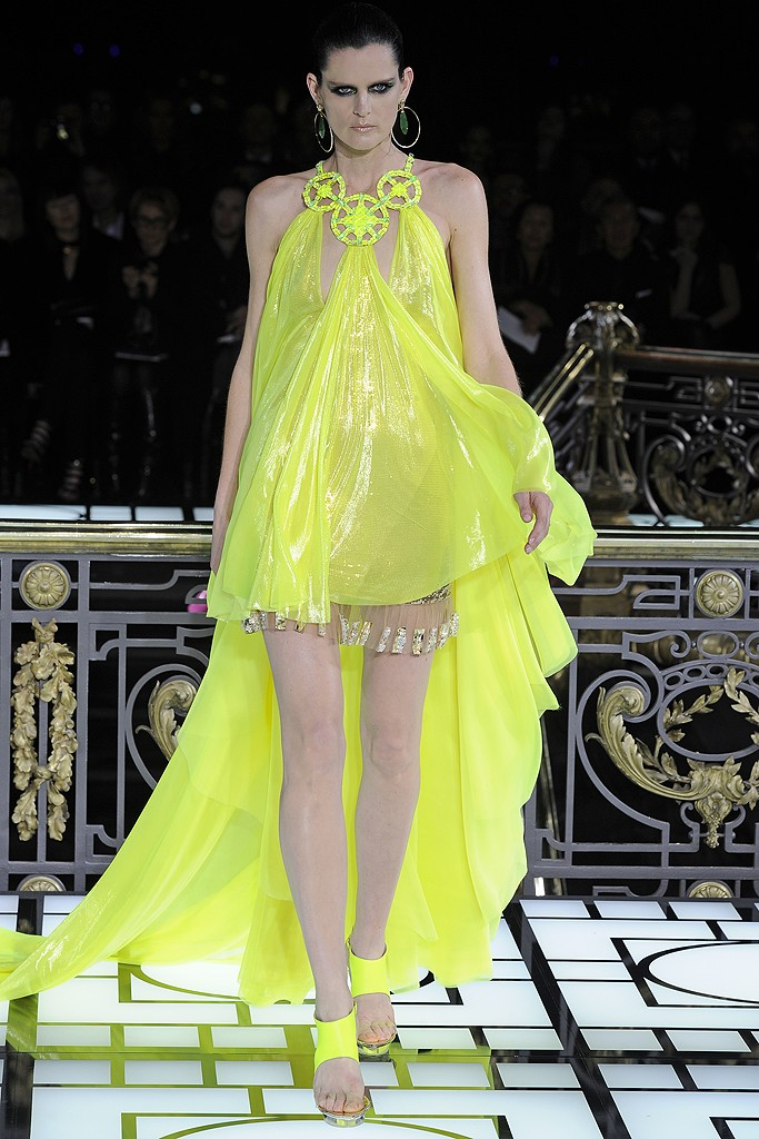 Atelier versace haute couture spring 2013 for Haute couture atelier