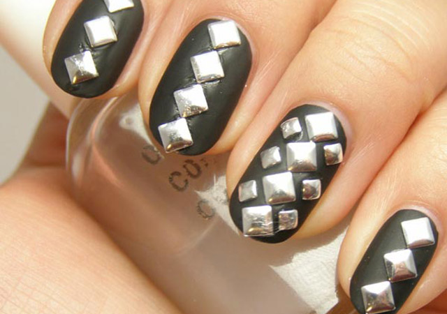 Beautiful-spring-nails-with-silver-design-(17)