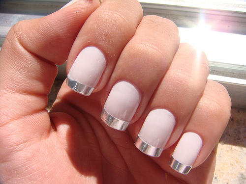Beautiful spring nails with silver design (18)