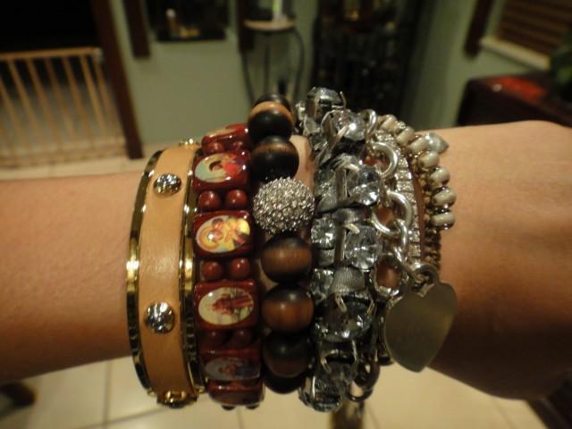 Bracelets (16)