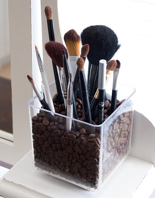 Cool Make-up Brush Storage Ideas (10)