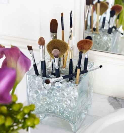 DIY: 14 Cool Makeup Brush Storage Ideas