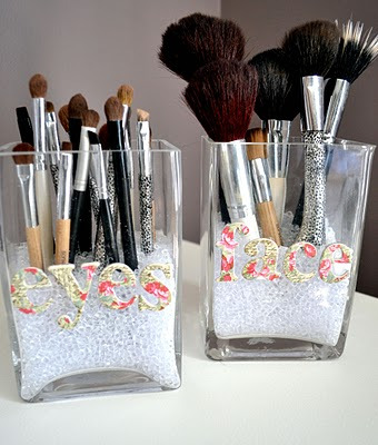 DIY: 14 Cool Make up Brush Storage Ideas