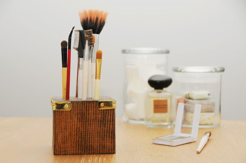 Cool Make-up Brush Storage Ideas (3)