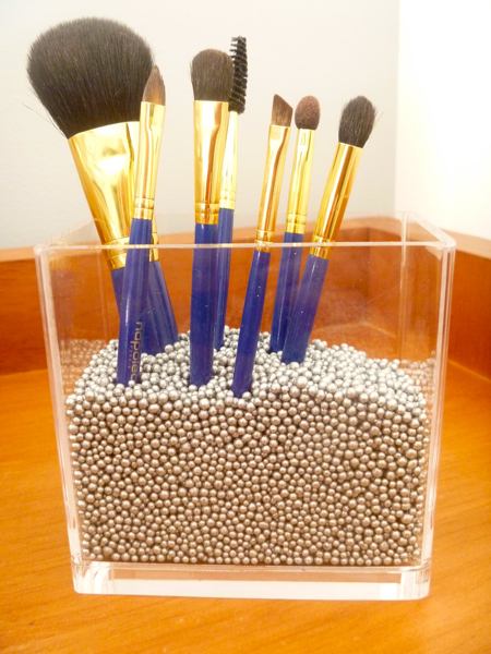 Diy makeup brushes holder for Cool diy storage ideas