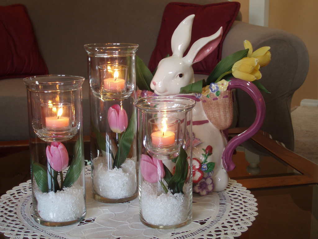 41 fashionable ideas to decorate your home for easter for Table centerpieces for home