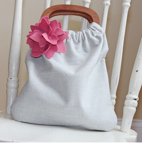 DIY Bag Made ​​With Wooden Handles And Material