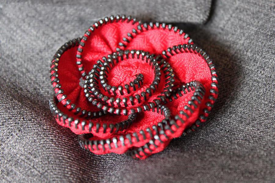 Брошь-цветок своими руками из ткани