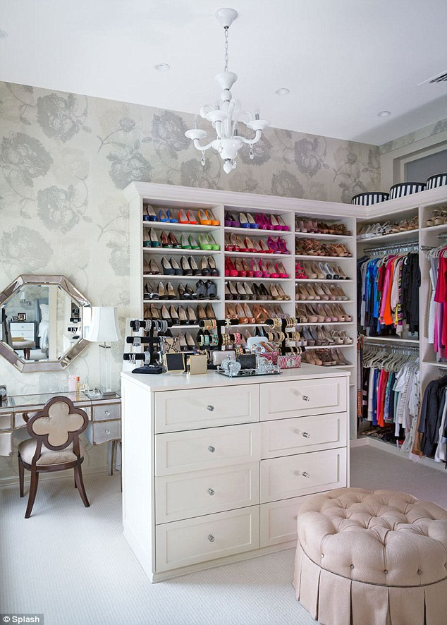 Interesting Ideas For Girls Dream Closet (28)