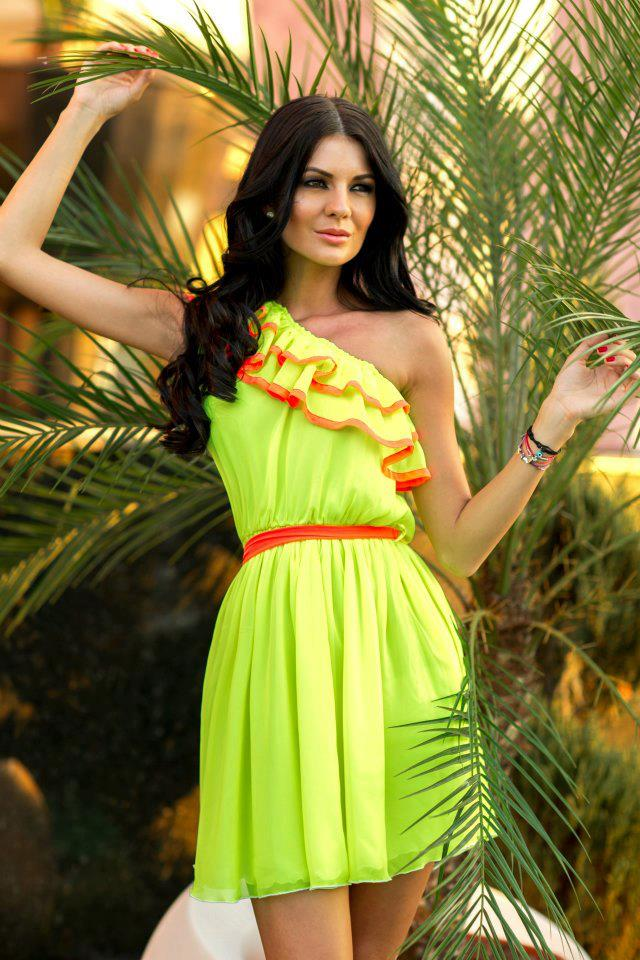 Neon Is An Attractive Color And This Season (6)