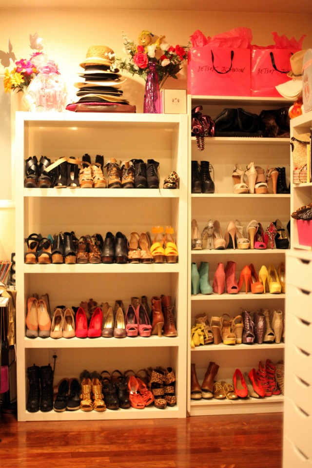 Perfect Idea How To Arrange Your Room With Clothes (3)