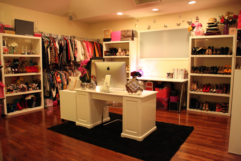 Perfect Idea How To Arrange Your Room With Clothes