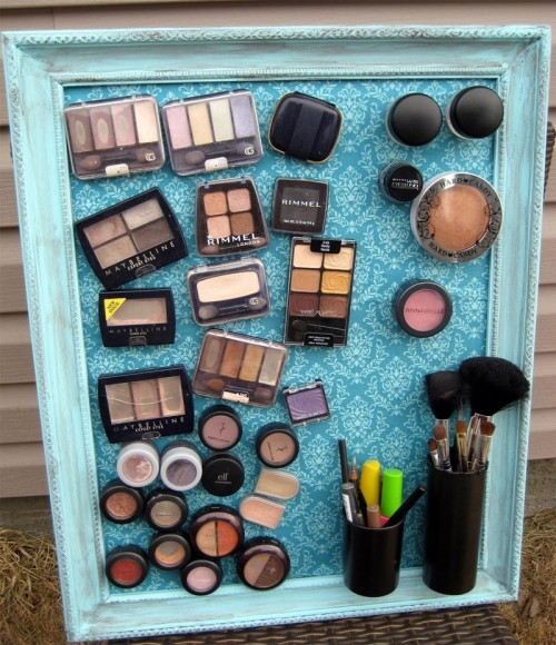 DIY: Useful Make-Up Magnet Board
