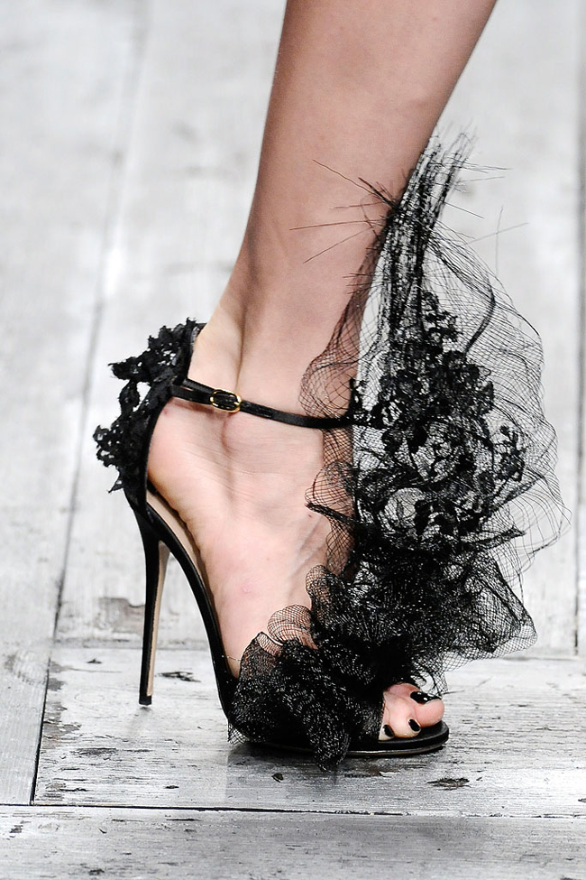 Valentino Spring 2010 Philip Treacy Lace Heels (12)
