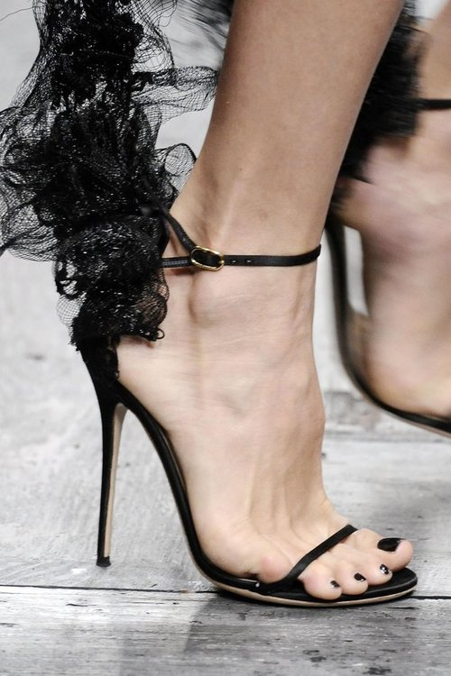 Valentino Spring 2010 Philip Treacy Lace Heels (5)