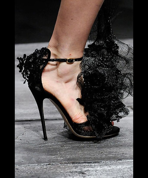 Valentino Spring 2010 Philip Treacy Lace Heels (6)