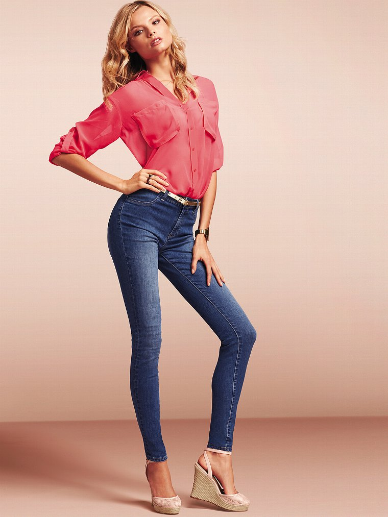 Victoria Secret Models In Skinny Jeans (11)