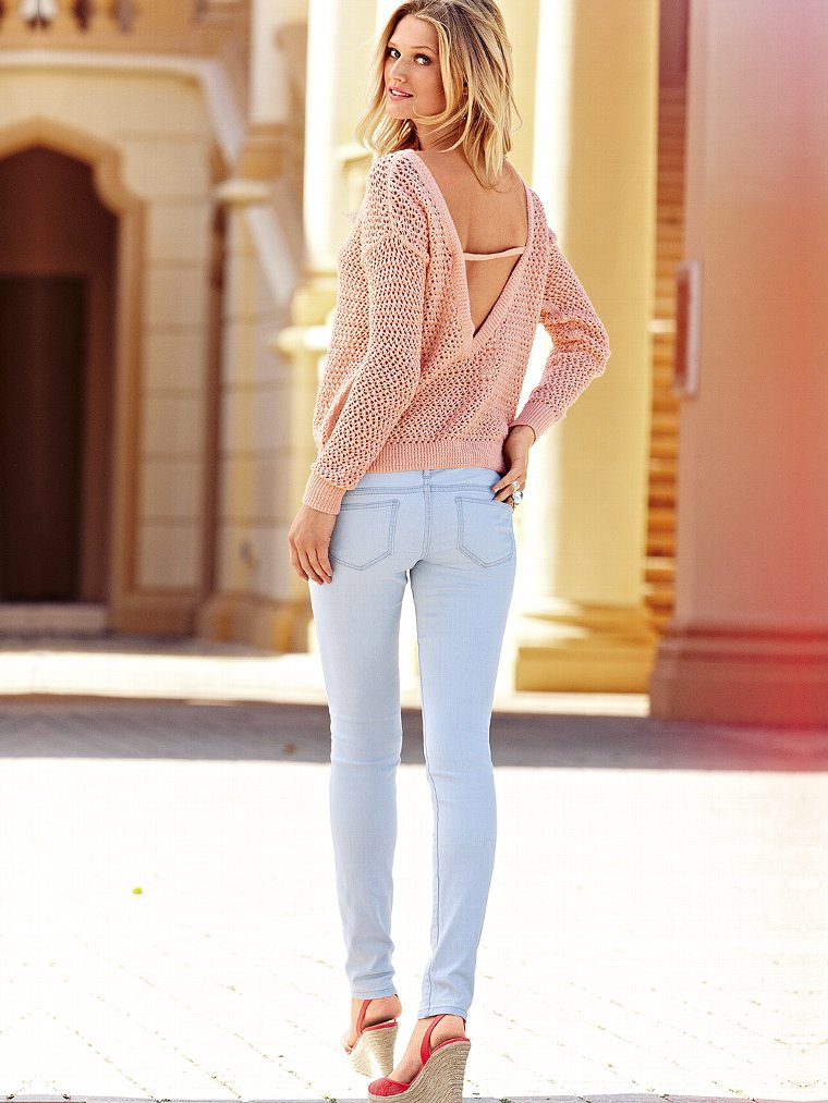 Victoria Secret Models In Skinny Jeans (12)