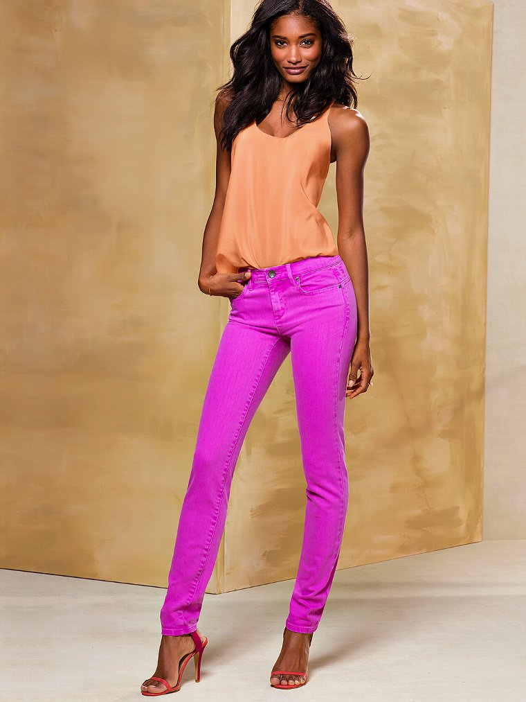 Victoria Secret Models In Skinny Jeans (13)