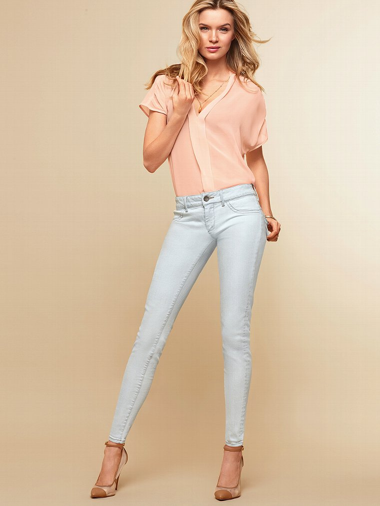Victoria Secret Models In Skinny Jeans (14)