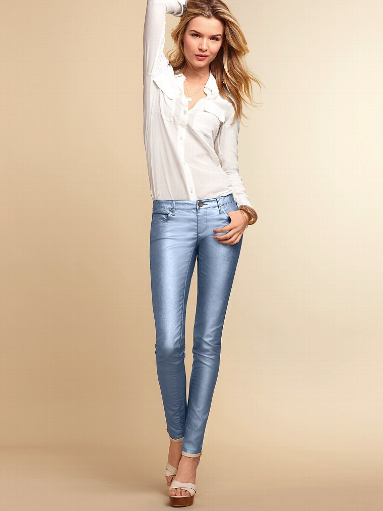 Victoria Secret Models In Skinny Jeans (15)