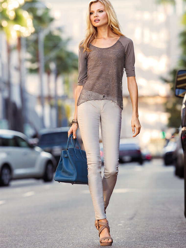 Victoria Secret Models In Skinny Jeans (9)