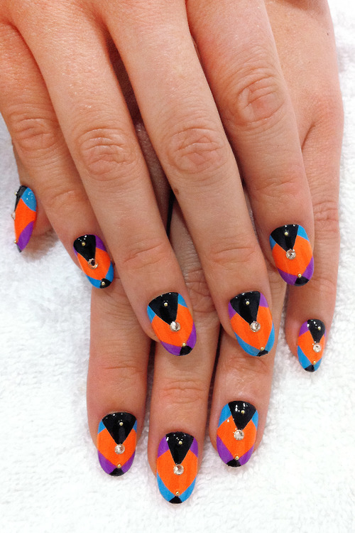 Amazing Retro Nails Design (47)