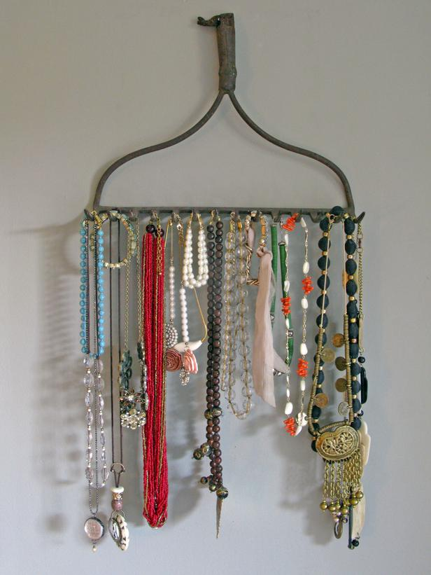 21 Useful DIY Jewelry Holders