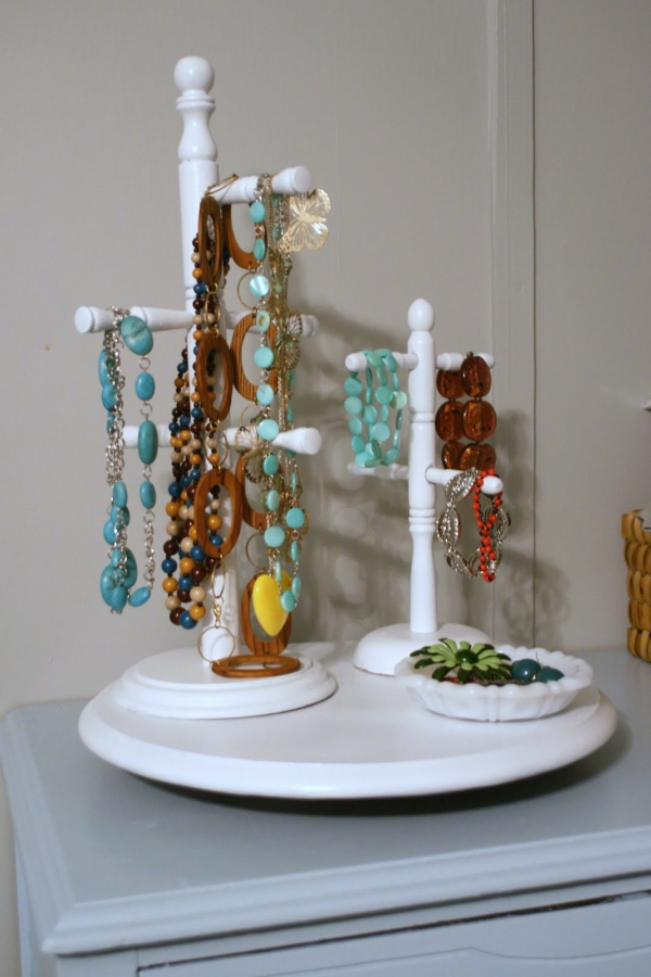 21 useful diy jewelry holders charming by design - Fabrication d un porte bijoux ...