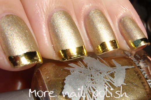 Nails With Golden Designs (18)