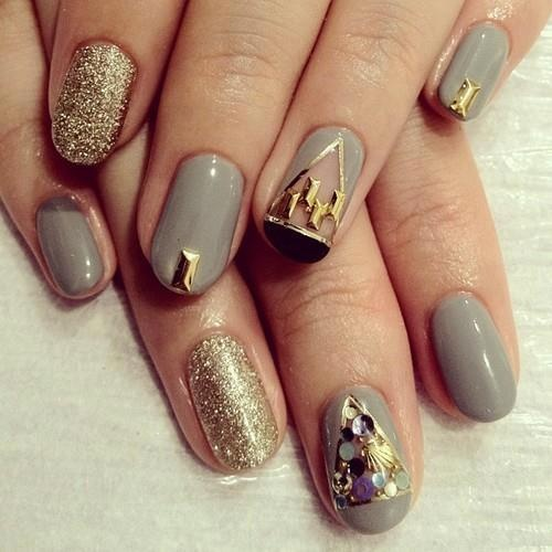 Nails With Golden Designs (19)