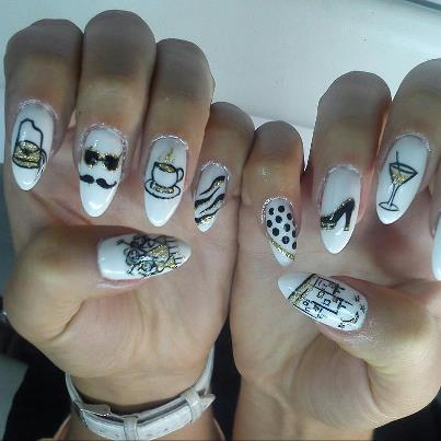 Nails With Golden Designs (2)