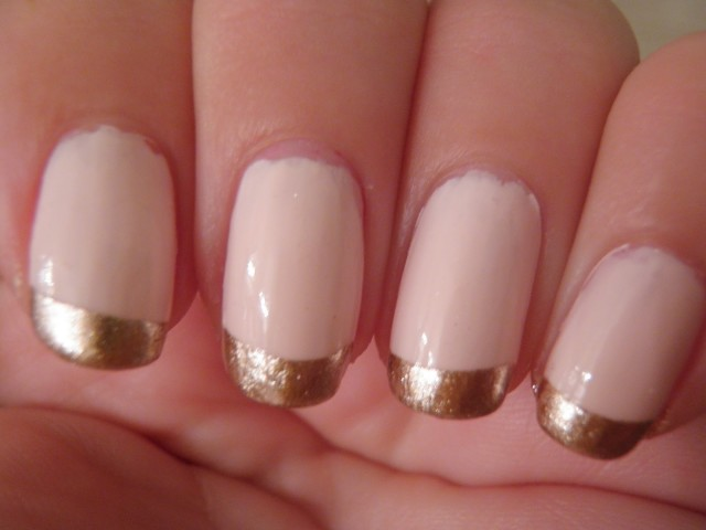 Nails With Golden Designs (25)