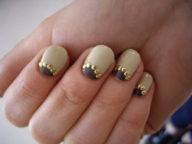 Nails With Golden Designs (27)