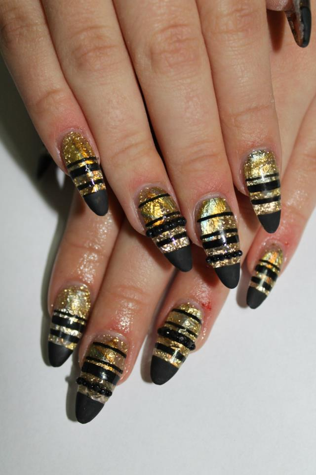 Nails With Golden Designs (3)