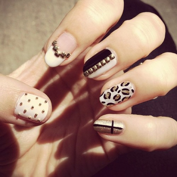 Nails With Golden Designs (33)