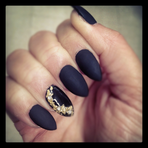 Nails With Golden Designs (35)